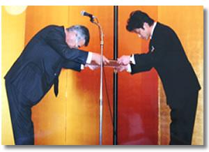 旭硝子様より表彰を受けました